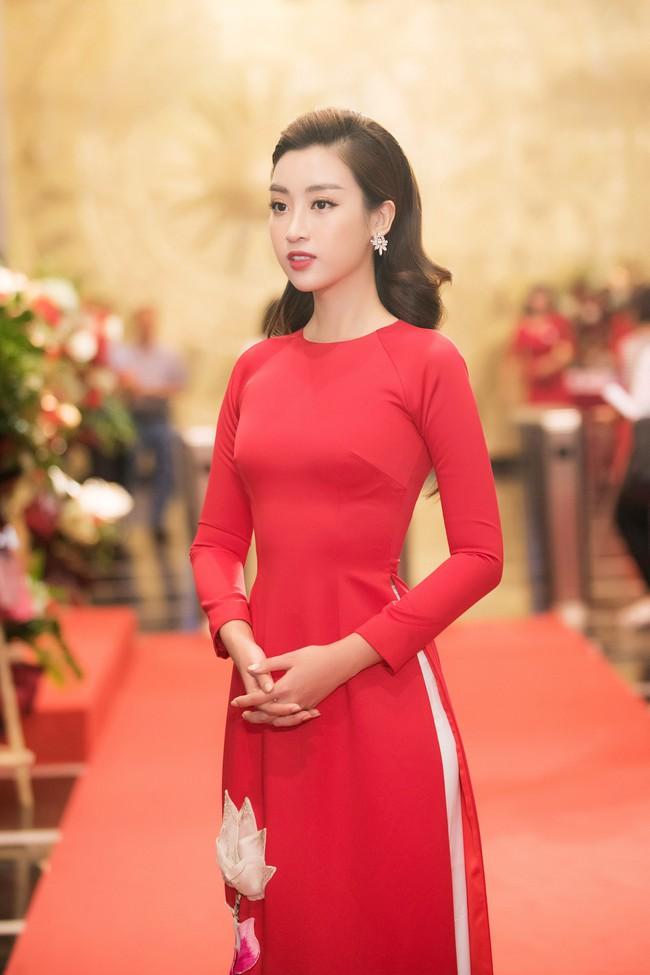 Hoa hậu Đỗ Mỹ Linh ngày càng mảnh mai khó tin, diện áo dài đỏ rực khi làm đại sứ - Ảnh 4.