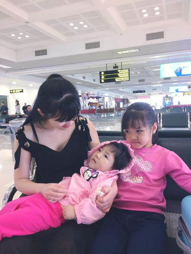 Hình ảnh mới nhất của em bé Lào Cai sau 2 năm về với mẹ nuôi: Cao lớn bụ bẫm, nói cười nhiều hơn 9