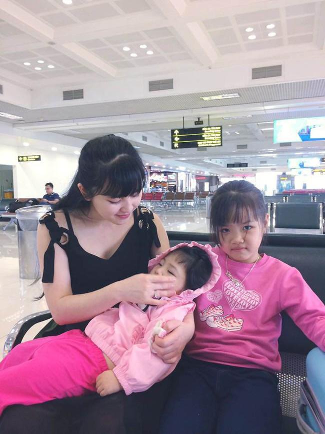 Hình ảnh mới nhất của em bé Lào Cai sau 2 năm về với mẹ nuôi: Cao lớn bụ bẫm, nói cười nhiều hơn 8