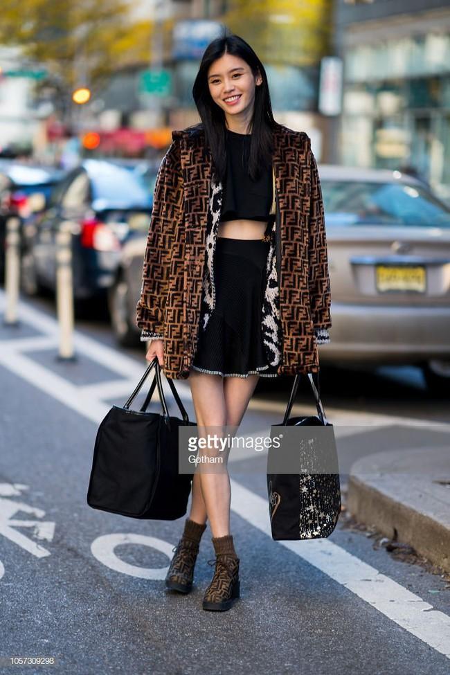 Chỉ mới đi thử đồ, dàn mẫu Victorias Secret đã thành tâm điểm trên phố vì mặc đẹp hết sức - Ảnh 4.
