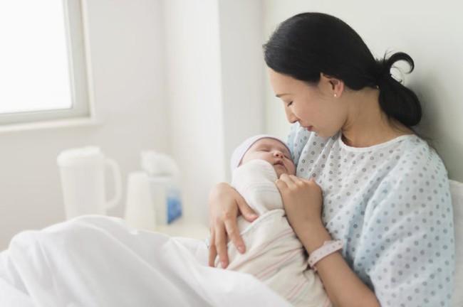 Đây là lý do ngay sau khi chào đời, bé đã biết trườn về phía vú mẹ và có phản xạ bú mút - Ảnh 7.