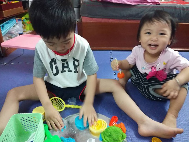 Học lỏm mẹ Hà Nội biến nhà thành bãi chiến trường, sáng tạo muôn vàn trò chơi cho con  - Ảnh 6.
