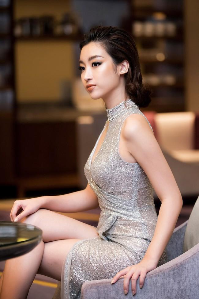 Hoa hậu Đỗ Mỹ Linh diện váy xẻ sâu táo bạo tại sự kiện - Ảnh 7.