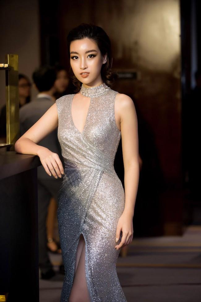 Hoa hậu Đỗ Mỹ Linh diện váy xẻ sâu táo bạo tại sự kiện - Ảnh 8.