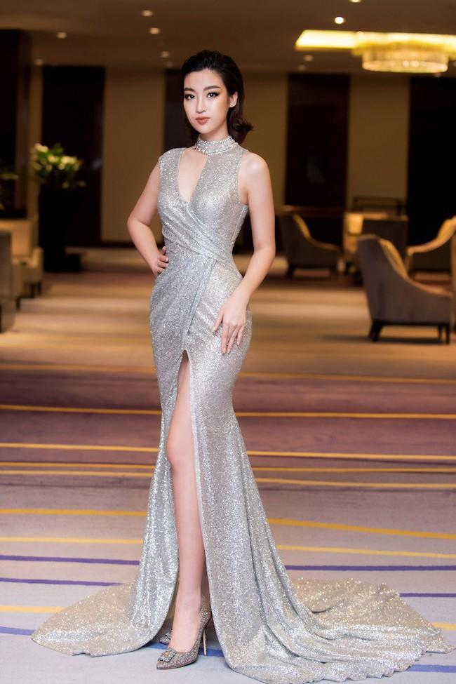 Hoa hậu Đỗ Mỹ Linh diện váy xẻ sâu táo bạo tại sự kiện - Ảnh 4.