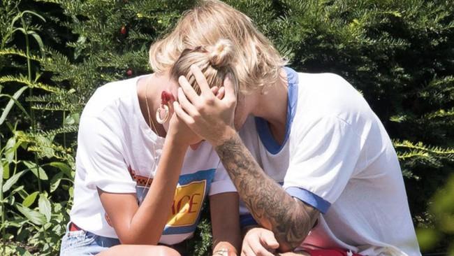 Dang phai dieu tri benh tram cam nhung Selena Gomez van lo lang cho Justin Bieber