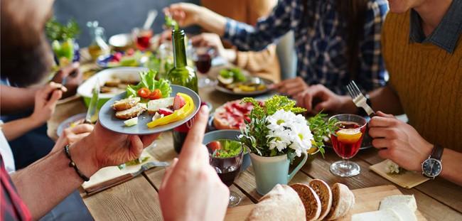 Thói quen xấu tệ xấu hại cho sức khỏe trong lúc ăn uống nhưng hầu hết người Việt nào cũng mắc phải và khó từ bỏ - Ảnh 3.