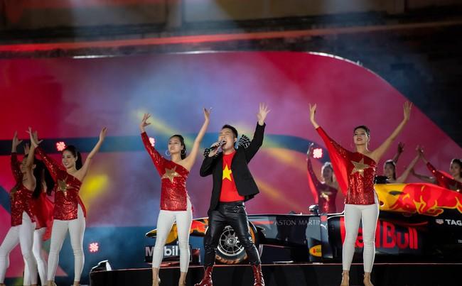 Sau ồn ào sai vị trí trên poster, Hương Tràm và Đông Nhi hội ngộ trên sân khấu cùng đàn chị Mỹ Tâm  - Ảnh 3.