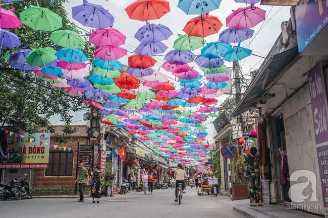 Cần gì tới Bồ Đào Nha, ngay ở Vạn Phúc cũng có con đường ô đẹp xuất sắc để check-in - Ảnh 1.