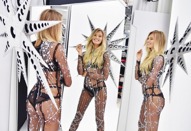 Lộ diện siêu phẩm thứ 2 của Victorias Secret Fashion Show 2018: thiết kế Swarovski với 125.000 viên pha lê - Ảnh 5.