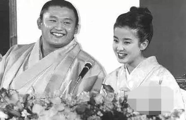 """Đời đáng thương của """"ngọc nữ"""" Nhật Bản: Bị mẹ ruột thao túng cả cuộc đời, ép chụp ảnh khỏa thân, hôn nhân đổ vỡ đến mức phải tự tử - Ảnh 4."""