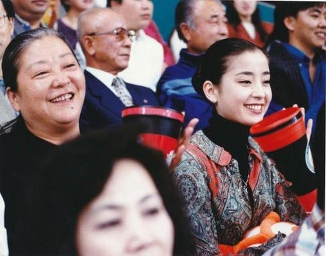 """Đời đáng thương của """"ngọc nữ"""" Nhật Bản: Bị mẹ ruột thao túng cả cuộc đời, ép chụp ảnh khỏa thân, hôn nhân đổ vỡ đến mức phải tự tử - Ảnh 7."""
