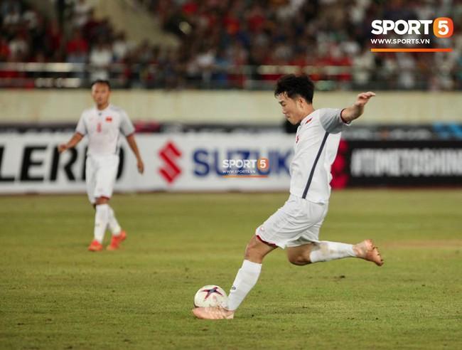 Lào 0-3 Việt Nam: Hàng công rực sáng, Việt Nam ra quân thuận lợi tại AFF Cup 2018 - Ảnh 18.
