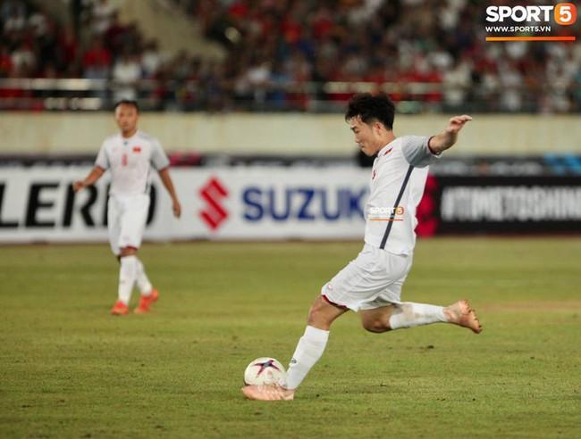 Lào 0-3 Việt Nam: Hàng công rực sáng, Việt Nam ra quân thuận lợi tại AFF Cup 2018 - Ảnh 24.