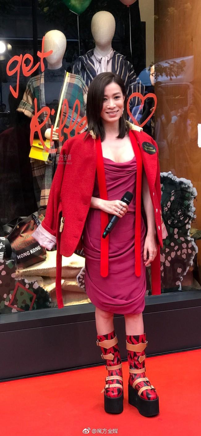 Halloween vừa qua, Giáng Sinh còn chưa tới nhưng Xa Thi Mạn đã nhập cuộc với set đồ cosplay cây thông Noel - Ảnh 3.