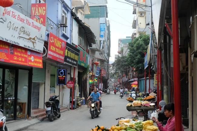 Sau thất bại của tuyến phố kiểu mẫu đầu tiên, Hà Nội xuất hiện thêm tuyến phố kiểu mẫu thứ 2 gây tranh cãi - Ảnh 4.