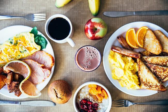 5 thói quen ăn uống gây hại lớn cho sức khỏe mà nhiều người rất hay mắc phải - Ảnh 5.