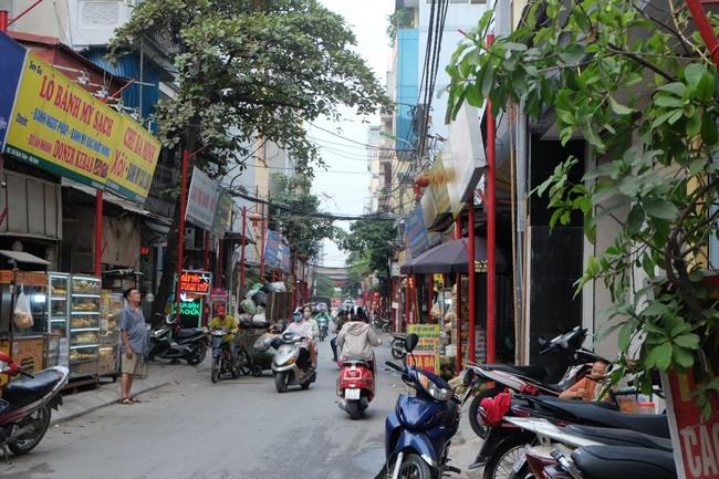 Sau thất bại của tuyến phố kiểu mẫu đầu tiên, Hà Nội xuất hiện thêm tuyến phố kiểu mẫu thứ 2 gây tranh cãi - Ảnh 5.