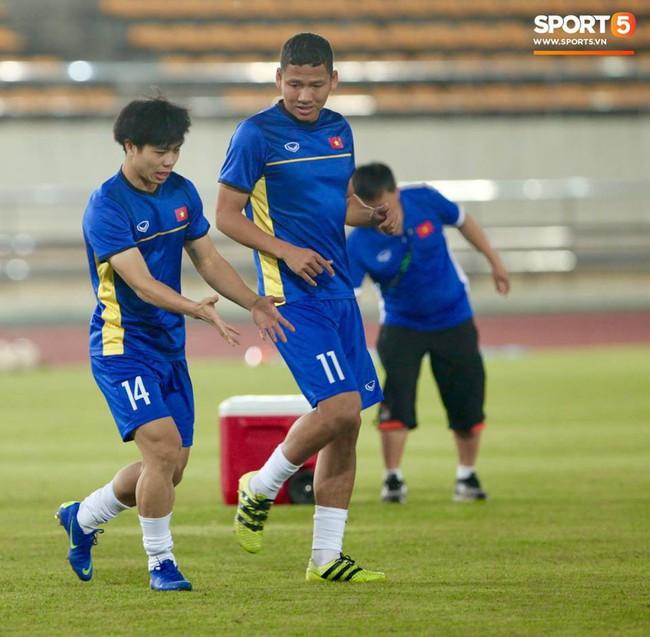 Lào 0-3 Việt Nam: Hàng công rực sáng, Việt Nam ra quân thuận lợi tại AFF Cup 2018 - Ảnh 4.