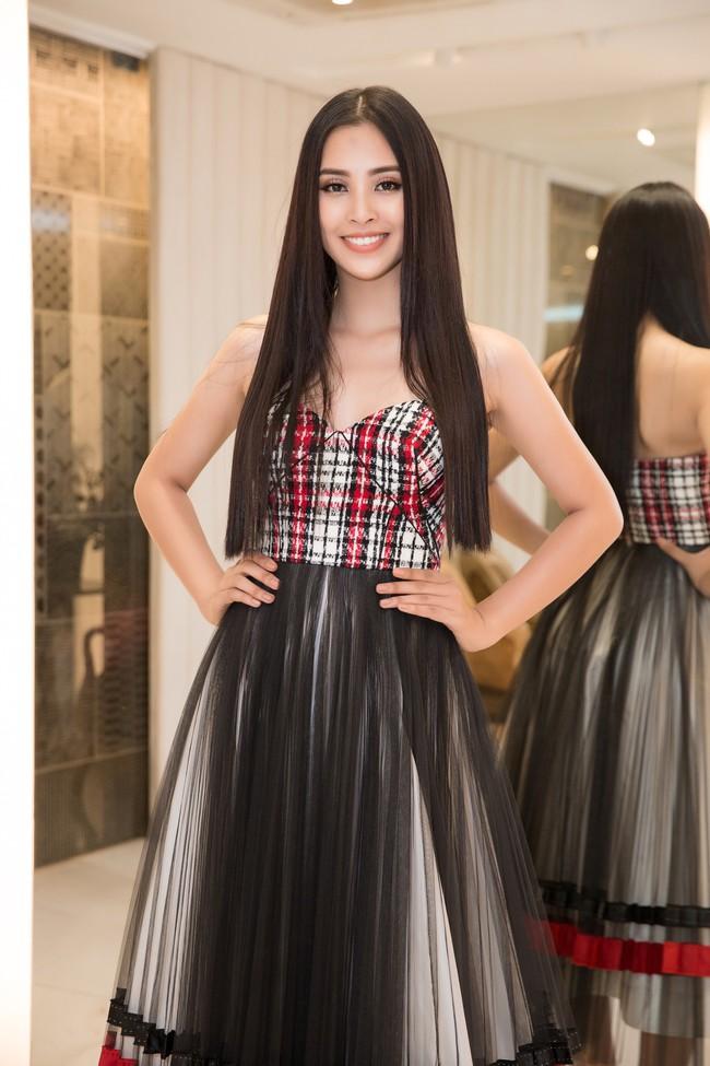 Choáng ngợp với số lượng quần áo mà Hoa hậu Tiểu Vy mang đi Miss World: Dường như cả làng mốt Việt đang vào cuộc! - Ảnh 4.