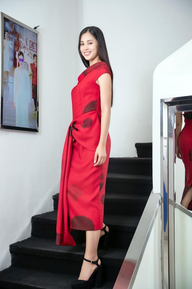 Choáng ngợp với số lượng quần áo mà Hoa hậu Tiểu Vy mang đi Miss World: Dường như cả làng mốt Việt đang vào cuộc! - Ảnh 7.