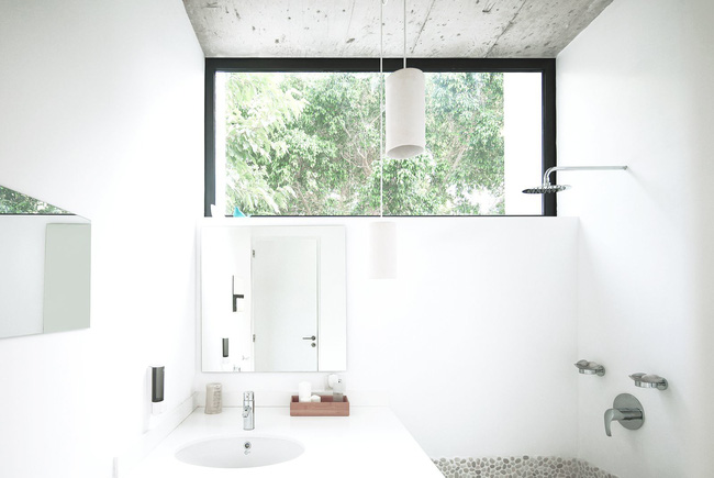 Chỉ một màu trắng tinh khôi nhưng không hề nhạt nhoà, ngôi nhà 26m² này đã làm được điều đó một cách hoàn hảo - Ảnh 8.