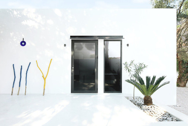 Chỉ một màu trắng tinh khôi nhưng không hề nhạt nhoà, ngôi nhà 26m² này đã làm được điều đó một cách hoàn hảo - Ảnh 9.