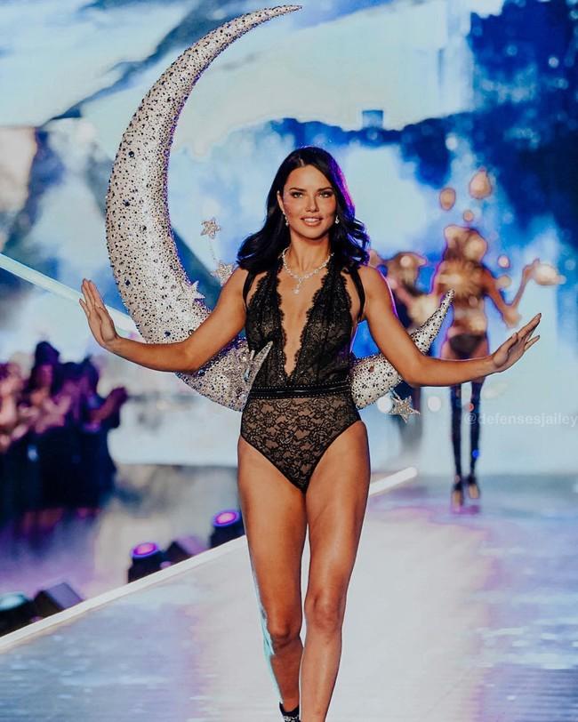 Victorias Secret Fashion Show 2018: Chị đại Adriana Lima bật khóc, nàng lọ lem Behati Prinsloo trở lại sàn diễn sau 2 lần sinh nở - Ảnh 36.