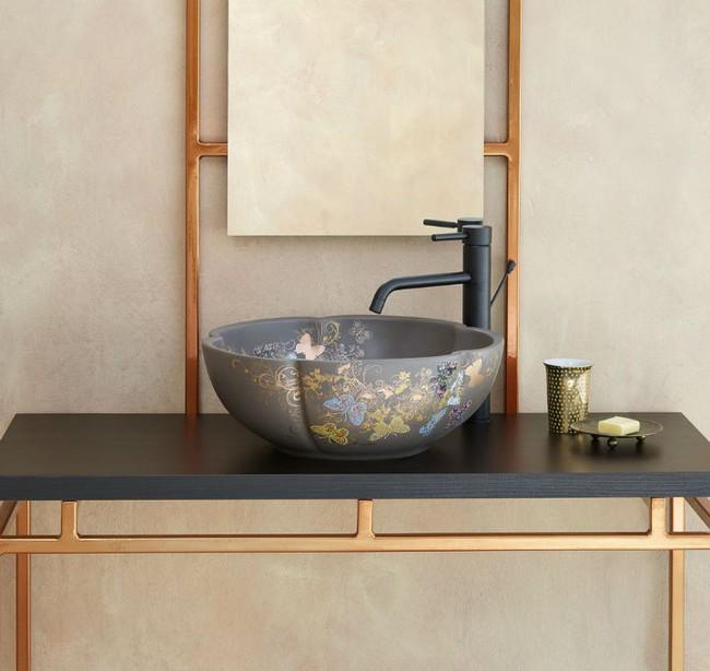 Thổi hồn nghệ thuật đương đại vào phòng tắm với thiết kế bồn rửa tay sứ chạm khắc hoa văn đẹp tuyệt - Ảnh 6.