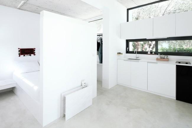 Chỉ một màu trắng tinh khôi nhưng không hề nhạt nhoà, ngôi nhà 26m² này đã làm được điều đó một cách hoàn hảo - Ảnh 3.