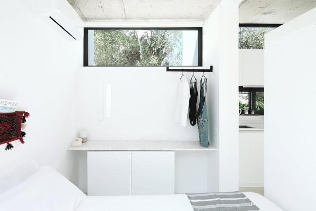 Chỉ một màu trắng tinh khôi nhưng không hề nhạt nhoà, ngôi nhà 26m² này đã làm được điều đó một cách hoàn hảo - Ảnh 5.