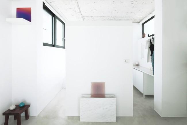Chỉ một màu trắng tinh khôi nhưng không hề nhạt nhoà, ngôi nhà 26m² này đã làm được điều đó một cách hoàn hảo - Ảnh 6.