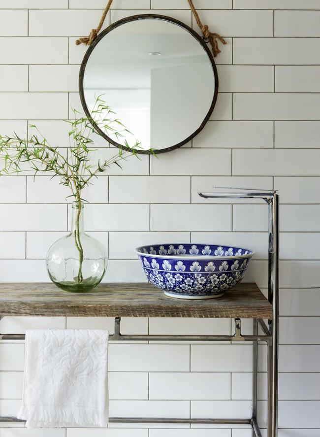 Thổi hồn nghệ thuật đương đại vào phòng tắm với thiết kế bồn rửa tay sứ chạm khắc hoa văn đẹp tuyệt - Ảnh 10.