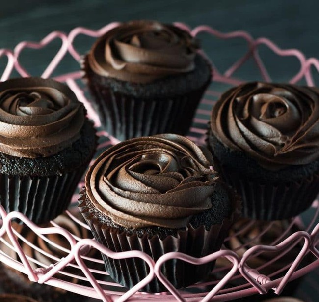 Cupcake chocolate mà ngon đẹp cỡ này thì ai cũng muốn ăn ngay! - Ảnh 1.