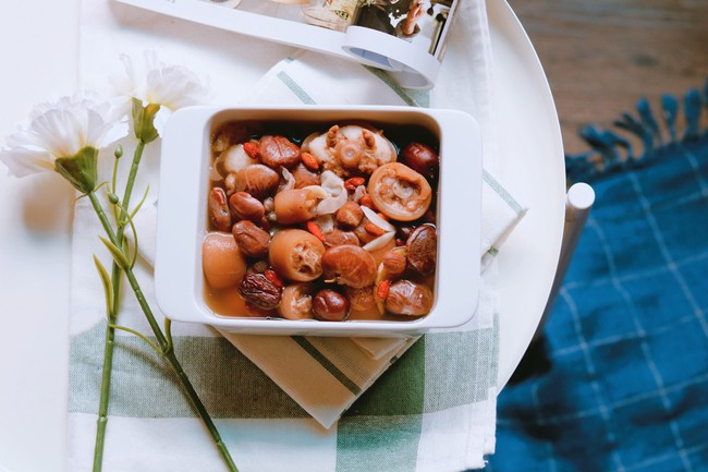 Bồi bổ cơ thể cho cả nhà với món đuôi heo hầm đậu đỏ ngon mê tơi - Ảnh 5.