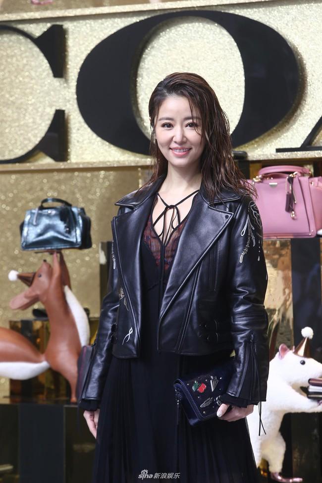 Dương Mịch - Lâm Tâm Như cạnh tranh sắc vóc: Hai bà bỉm sữa khoe chân dài tít tắp, trẻ trung như gái 18 - Ảnh 7.