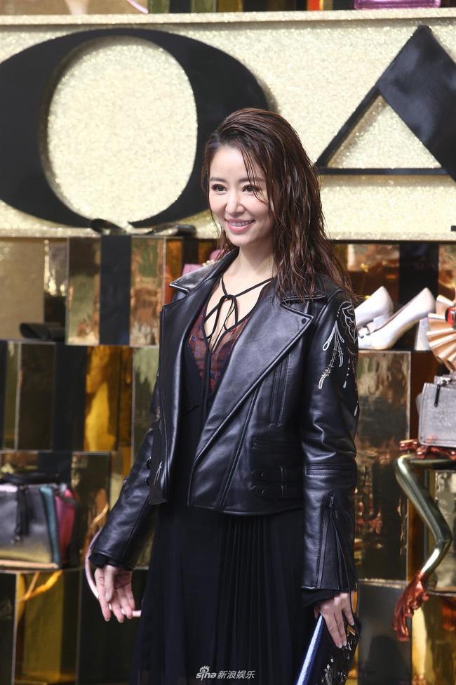Dương Mịch - Lâm Tâm Như cạnh tranh sắc vóc: Hai bà bỉm sữa khoe chân dài tít tắp, trẻ trung như gái 18 - Ảnh 9.