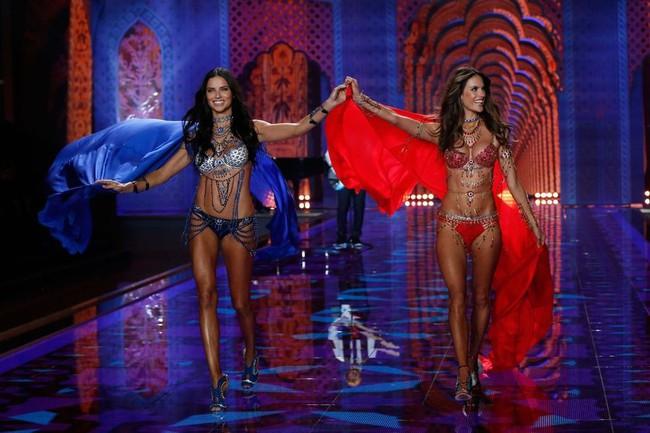 """Chia tay thiên thần khóc"""" Adriana Lima - cô gái dành cả thanh xuân để tỏa sáng trên sàn diễn Victorias Secret Fashion Show - Ảnh 27."""