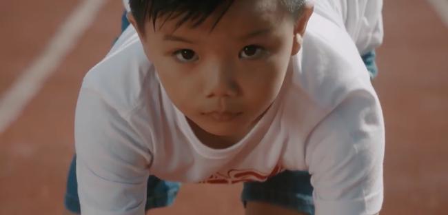 Hương Tràm mặc giản dị, rưng rưng rơi nước mắt khi hát cho trẻ bị bệnh tim  - Ảnh 7.