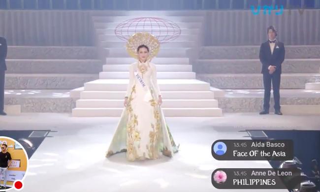 Đại diện Việt Nam - Thùy Tiên bị vấp suýt ngã trên sân khấu chung kết Hoa hậu Quốc tế 2018  - Ảnh 2.