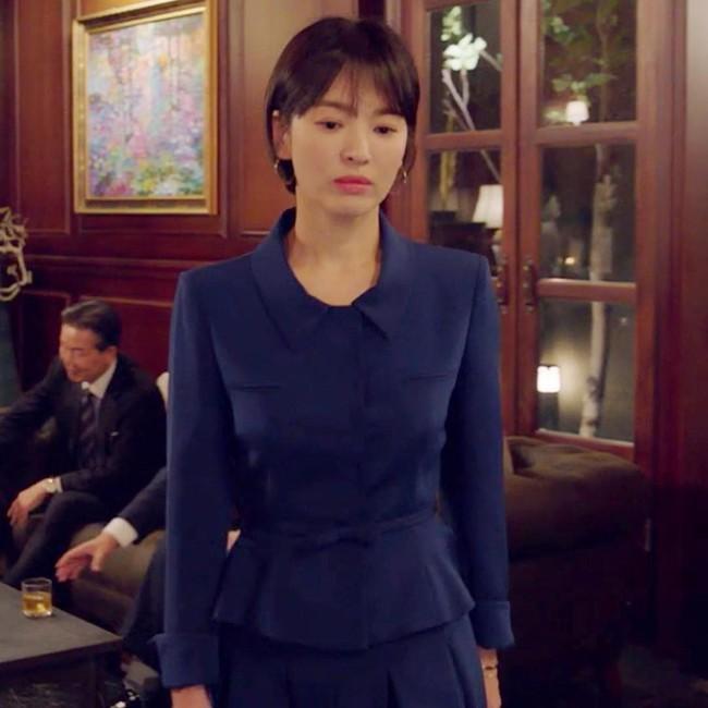 Song Hye Kyo liên tục cắt váy áo để hack dáng trong Encounter - Ảnh 5.