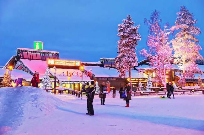 Ngắm những ngôi nhà đẹp như cổ tích lung linh trong mùa Giáng sinh - Ảnh 2.