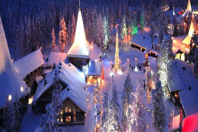Ngắm những ngôi nhà đẹp như cổ tích lung linh trong mùa Giáng sinh - Ảnh 3.