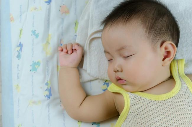 Khi chăm sóc bé dưới 100 ngày tuổi, cha mẹ cần chú ý những điểm này - Ảnh 1.