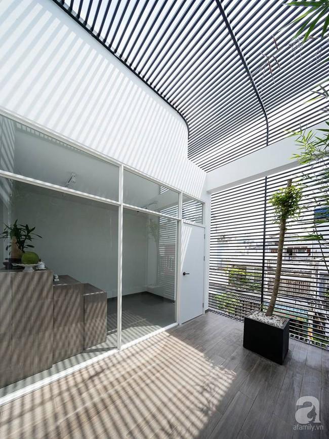 Nhà mặt phố vừa đẹp vừa thoải mái tránh khói bụi đường phố ở TP. HCM - Ảnh 27.