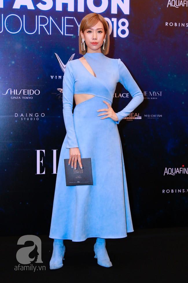 Phạm Quỳnh Anh diện váy đen đầy quyến rũ, Mỹ Tâm nam tính góc cạnh với tóc nâu môi trầm trên thảm đỏ Elle - Ảnh 9.