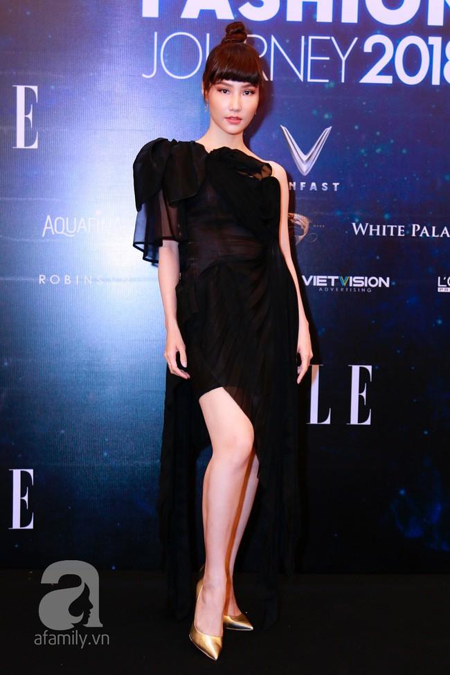 Phạm Quỳnh Anh diện váy đen đầy quyến rũ, Mỹ Tâm nam tính góc cạnh với tóc nâu môi trầm trên thảm đỏ Elle - Ảnh 11.