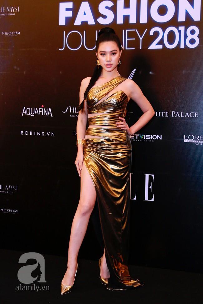 Phạm Quỳnh Anh diện váy đen đầy quyến rũ, Mỹ Tâm nam tính góc cạnh với tóc nâu môi trầm trên thảm đỏ Elle - Ảnh 15.