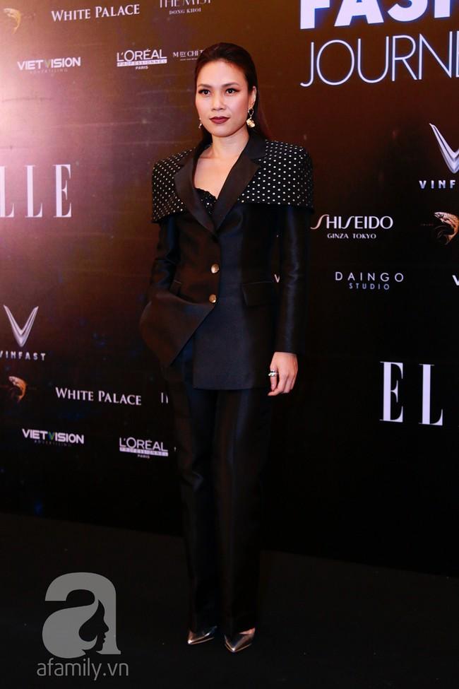 Phạm Quỳnh Anh diện váy đen đầy quyến rũ, Mỹ Tâm nam tính góc cạnh với tóc nâu môi trầm trên thảm đỏ Elle - Ảnh 4.