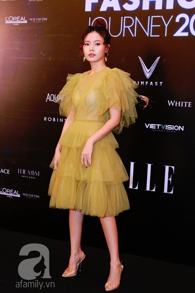 Phạm Quỳnh Anh diện váy đen đầy quyến rũ, Mỹ Tâm nam tính góc cạnh với tóc nâu môi trầm trên thảm đỏ Elle - Ảnh 6.